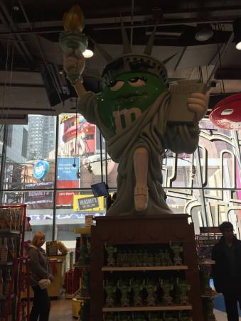 M&M-Statue hybrid